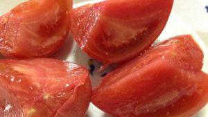 舞岡駅近くの直売所で、完熟トマトを買ってきた